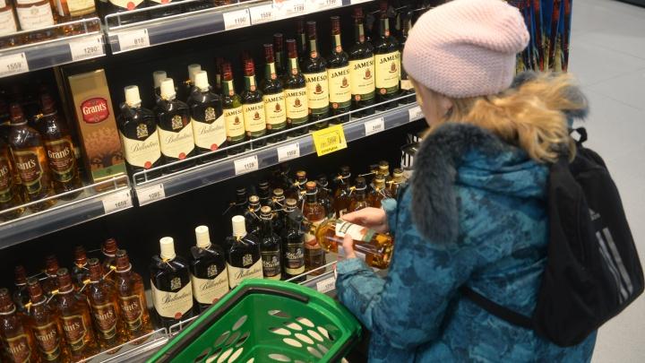 Губернатор разрешил продавать алкоголь после семи вечера. Что думают свердловчане?