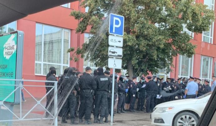 В центре Новосибирска заметили толпу ОМОНовцев — рассказываем, что происходит