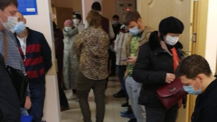 «Корона испытывает нашу медицину на стойкость»: екатеринбуржец отстоял 6 часов, чтобы закрыть больничный