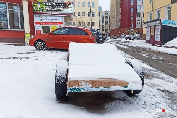 Автомобиль оставлен поперек парковки