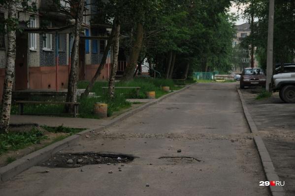 Авария произошла в зоне въезда на территорию стоянки на Ленинградском проспекте около года назад