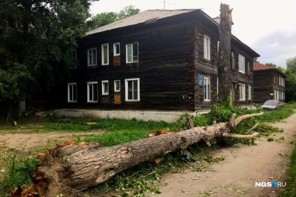 Трагедия произошла возле двухэтажного дома по улице 2-я Портовая