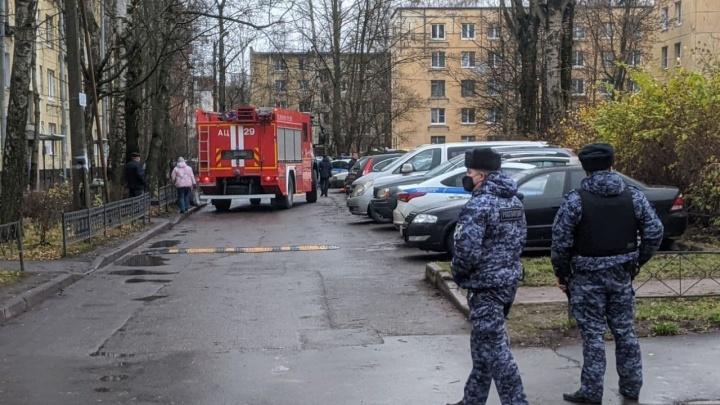 Мужчина из Архангельской области взял в Санкт-Петербурге собственных шестерых детей в заложники