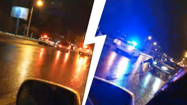 Уезжал от полиции и снес забор у театра: на Широтной задержали пьяного 18-летнего лихача