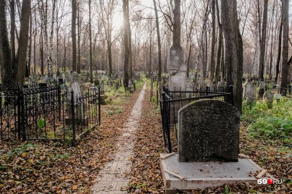 Рассказываем, какие шаги необходимо предпринять, чтобы похоронить родственника