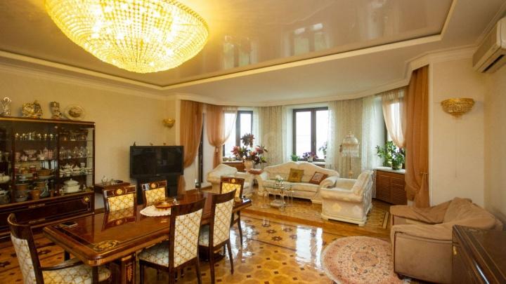В Тюмени продают квартиру за 45 миллионов со шкурой медведя и итальянскими люстрами