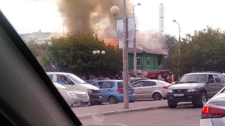 В Кургане сгорел двухэтажный дом