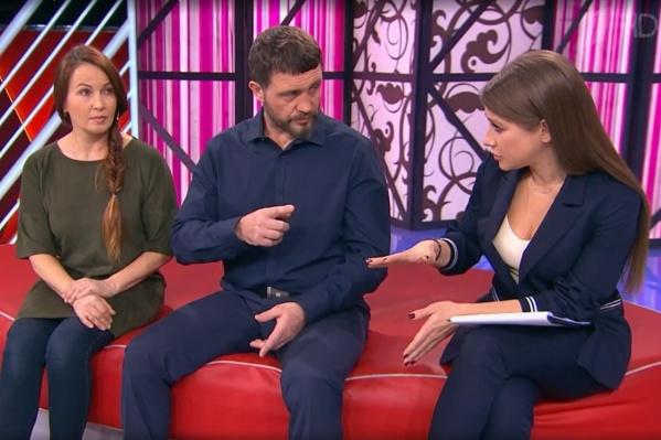Родители пермского школьника и ведущая Юлия Барановская