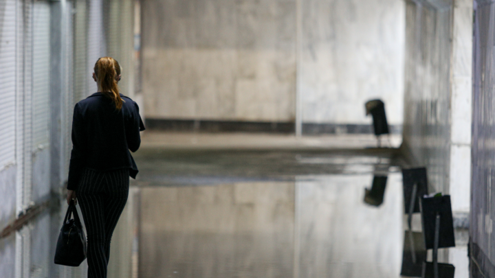 «Воды по щиколотку»: в Челябинске после грозы затопило подземный переход