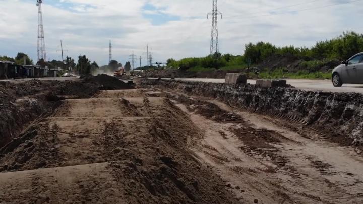 Экскаваторы разрыли ещё один участок Заводского шоссе