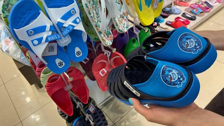 Новосибирская обувная компания начала торговать «хоккейными» тапками