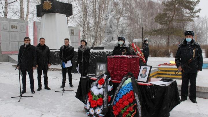 В Осе торжественно перезахоронили останки бойца, погибшего под Сталинградом во время Великой Отечественной войны