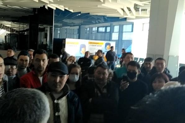 В Толмачёво застряли больше 200 жителей Киргизии