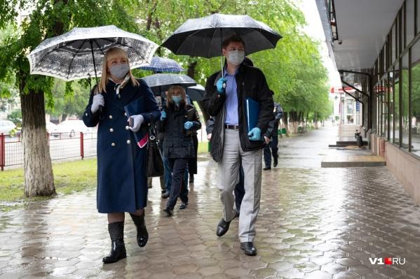Контролирующие и проверяющие находят себе занятие в любую погоду