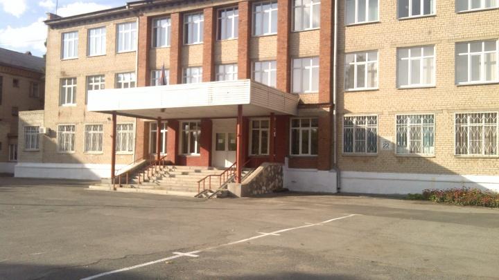 «Чем-то накормили в столовой»: родители заявили об отравлении учеников школы-интерната в Челябинске