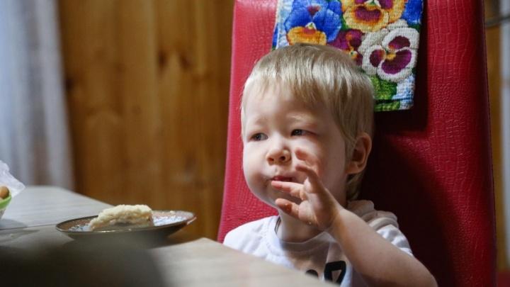 Больной ребенок из Уфы, которого в России отказались лечить бесплатно, улетел в Италию обследоваться