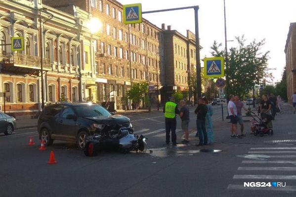 Оба транспортных средства изрядно пострадали