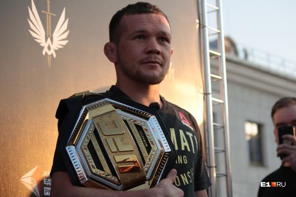 Ян прилетел в Екатеринбург 15 июля вместе с секундантами титульного боя