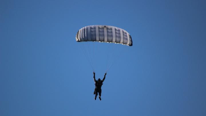 Кемеровчанин установил рекорд России. Он прыгнул с парашютом дальше всех