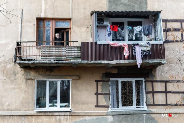 Заразившиеся волгоградцы могут дышать свежим воздухом только на балконах