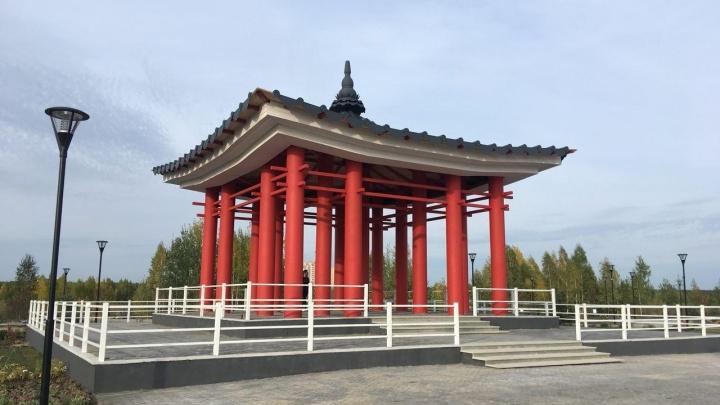 Восток в Тюмени: рассказываем, где открылся парк с корейскими беседками и драконом