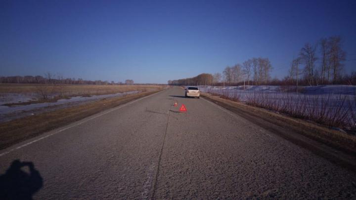 На трассе в Искитимском районе мужчина выпал из автомобиля — он скончался в больнице