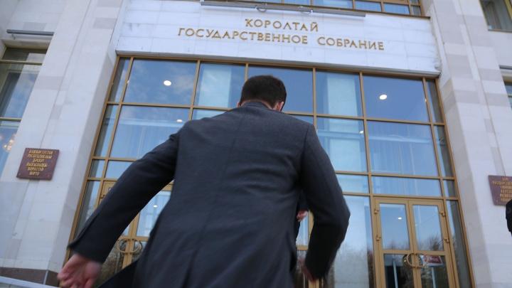 Пять машин, 45 земельных участков, четыре квартиры: чем владеют богатейшие депутаты Башкирии
