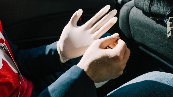Дерматолог призвала к отмене перчаточного режима: хроники коронавируса в Волгограде