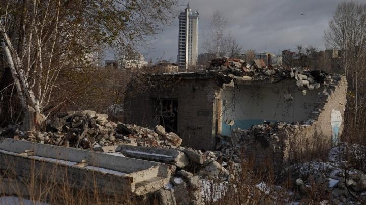 Руины и бункер: фотограф показал территорию бывшего завода ЗИМ