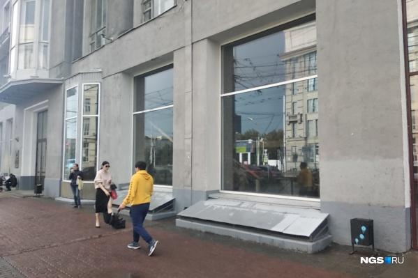 Ресторан корпорации работал на Красном проспекте с 1998 года