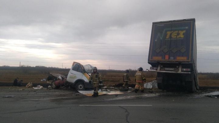 На трассе Тюмень — Омск в ДТП насмерть разбился водитель «Газели»