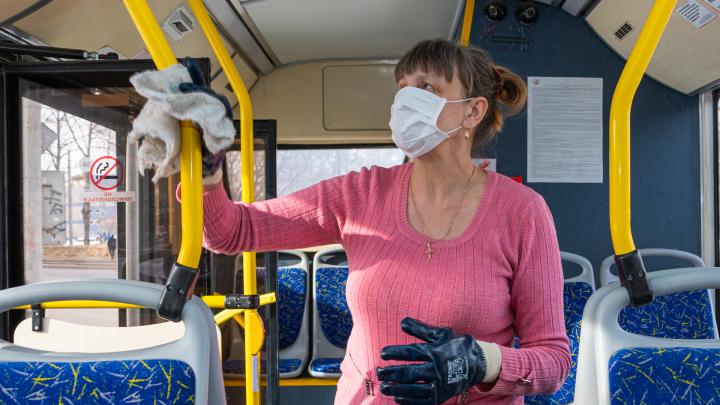 Пермские автобусы и трамваи начали дезинфицировать на каждой конечной остановке