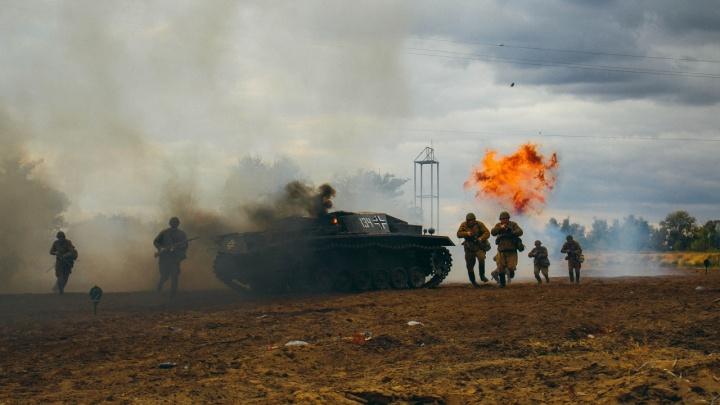 «Коронавирус поломал наши планы»: реконструкторы взорвали вражеский танк под Волгоградом