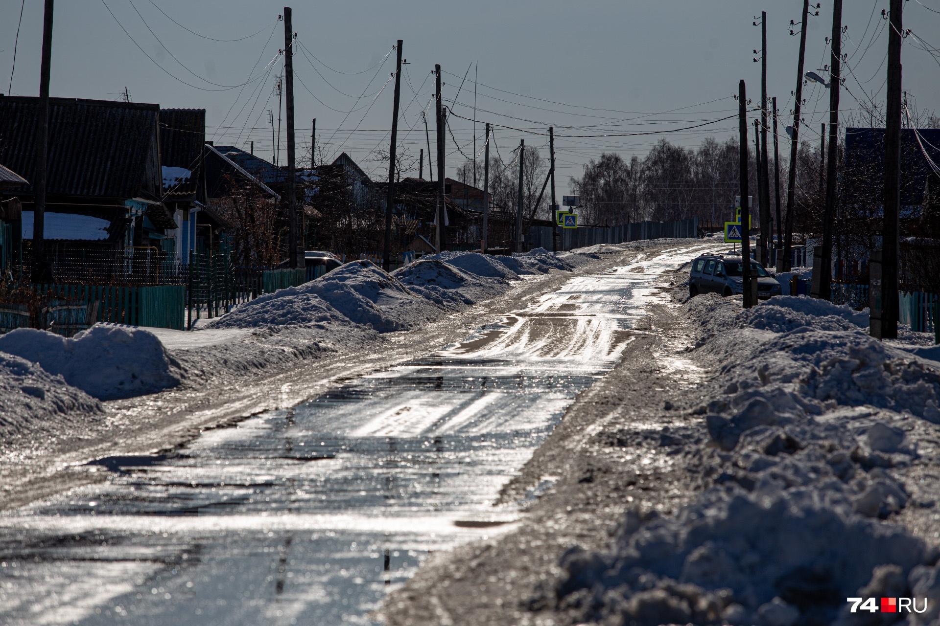 От районного центра деревню Новая Соболева отделяет 11 километров