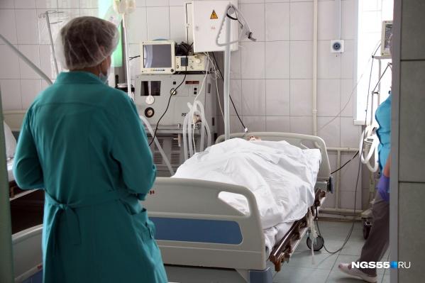Параллельно квалификацию повышают и медицинские работники. Уметь лечить коронавирус должны все