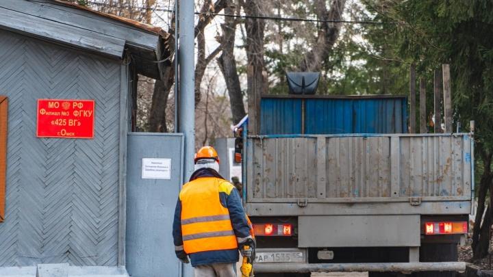 В Омске круглосуточно строят военный госпиталь для больных коронавирусом. Смотрите, что уже сделано