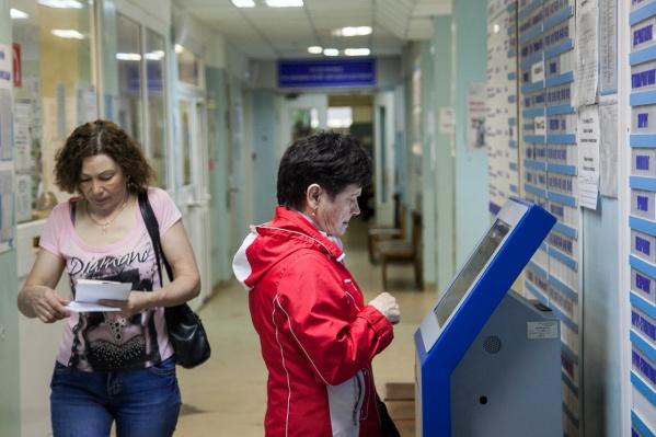 С документами нужно прийти в поликлинику, к которой вы хотите приписаться<br>