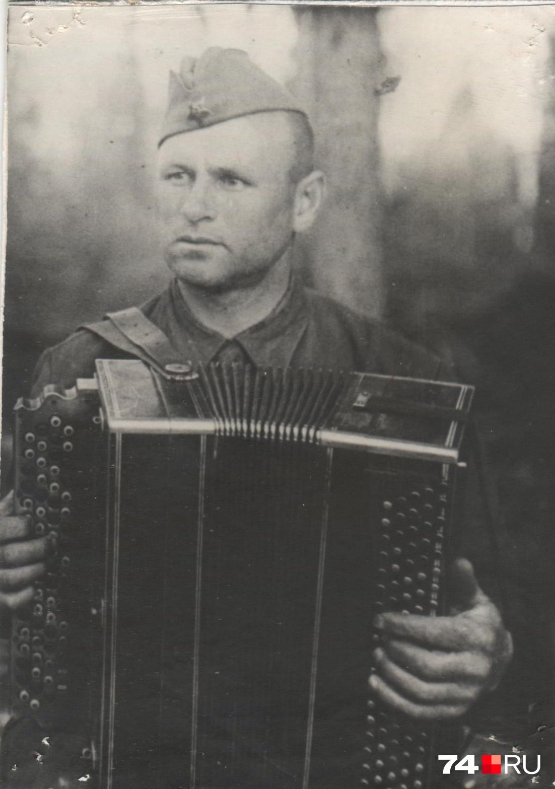 С баяном Василий Фёдорович прошёл всю войну