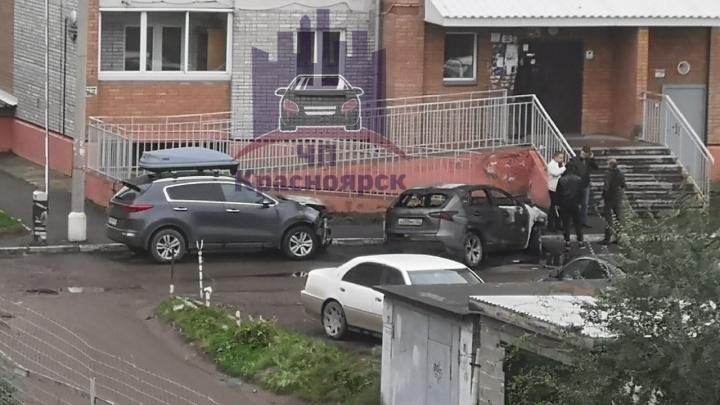 Ночью на Комсомольском сожгли припаркованный автомобиль