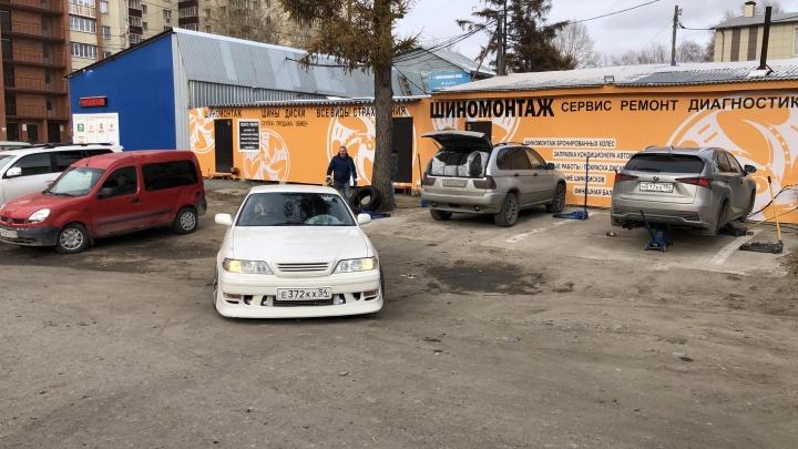 Для водителей такси ремонт всего 75 рублей: шинный сервис запустил бессрочную акцию, чтобы поддержать работающих новосибирцев