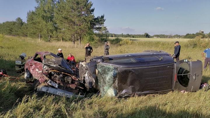 Водитель «десятки» устроил ДТП на трассе Омск — Тара: один человек погиб, трое в больнице