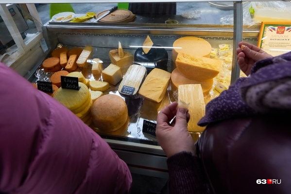 Сыр мог попасть на полки продуктовых магазинов
