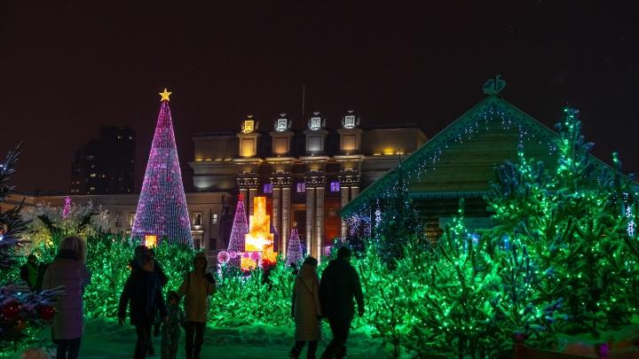 Просто сказка! Публикуем фото всего, что появилось на площади Куйбышева к Новому году