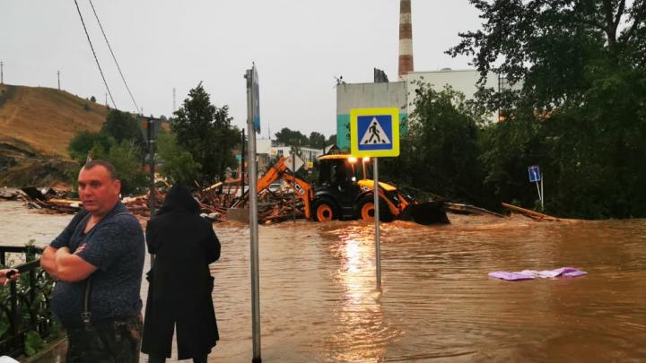 Затоплен 231 частный дом: в МЧС рассказали подробности спасательной операции в Нижних Сергах