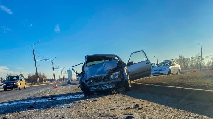 Смертельный разворот: в Тольятти «восьмерка» на скорости врезалась в Hyundai Solaris