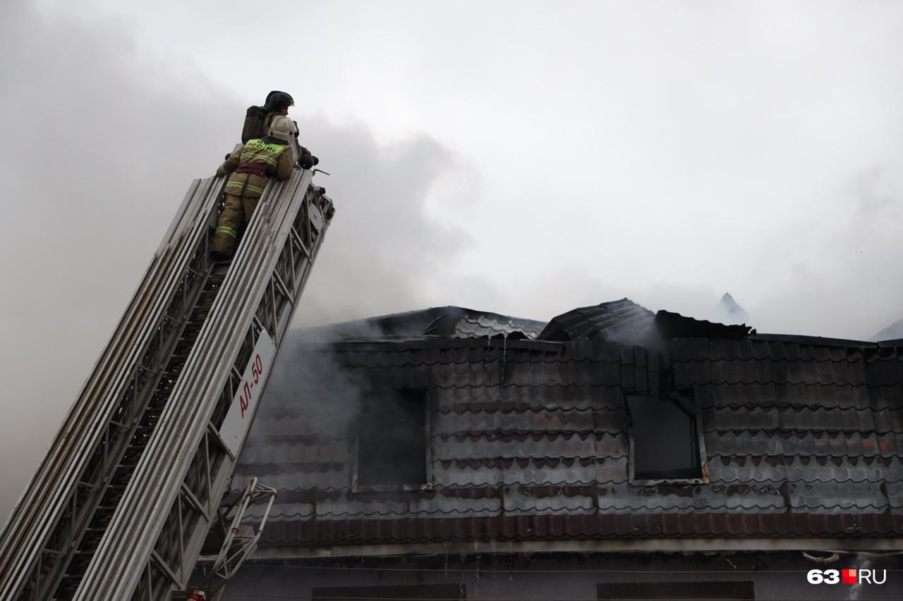 Сотрудникам МЧС потребовалась пожарная лестница