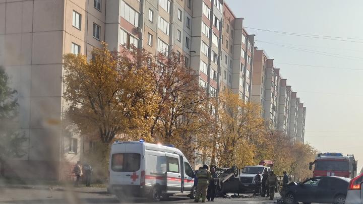 На Северо-Западе Челябинска в результате тройного ДТП перевернулась легковушка
