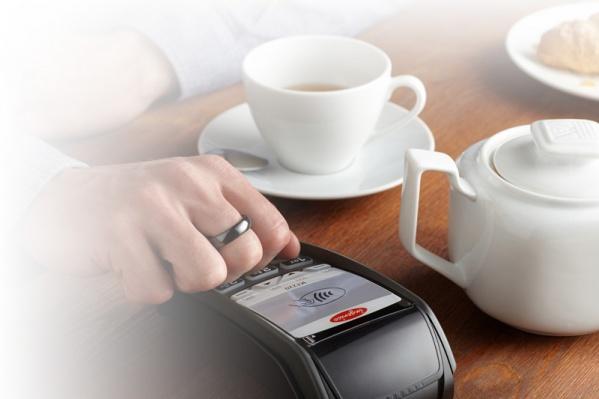 PayRing — это кольцо из циркониевой керамики с чип-модулем, работающим по известной многим технологии NFC, которая используется в часах и смартфонах