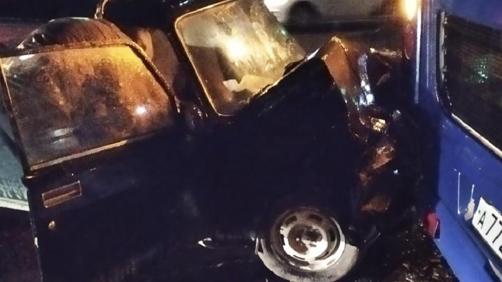 В Дзержинском районе Ярославля на остановке «семёрка» влетела в автобус