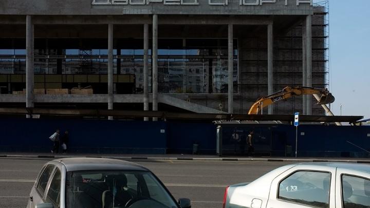 На фасад Дворца спорта установили буквы